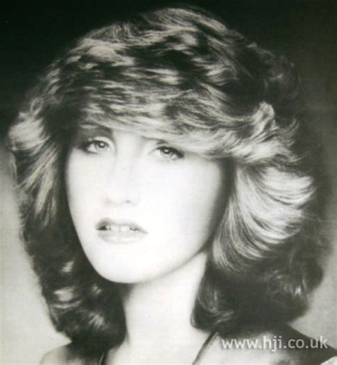 1970 latin female feathered hairstyles 1970s feathered blonde cut