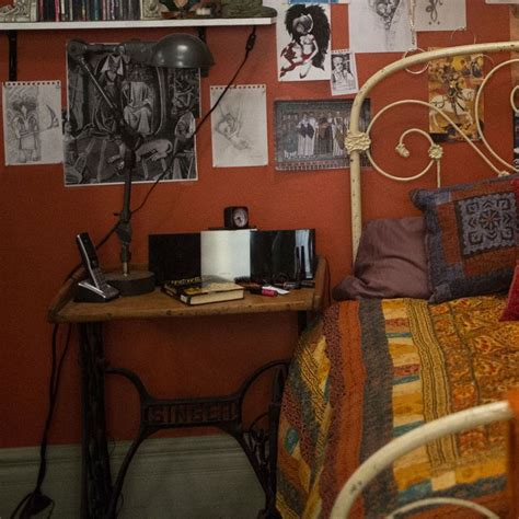 clary fray room tour clary fray s room from the mortal instruments city of bones tmi source