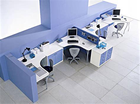 disposizione scrivanie ufficio mobili per ufficio