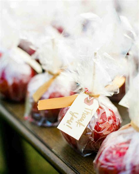 Eedible Wedding Favors by 73 Edible Wedding Favors Guests Will Eat Up Literally