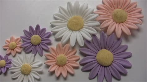 come fare fiori con la pasta di zucchero fiori in pasta di zucchero margherite flowers sugar