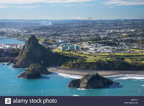 weather in new plymouth new zealand paritutu new plymouth taranaki with mounts ngauruhoe and