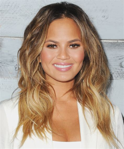ling hairstyles for tall women chrissy teigen posts hilarious pregnancy tweets instyle com