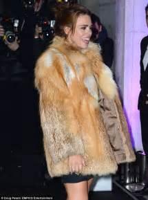 evening standard awards 2013 billie piper removes fur