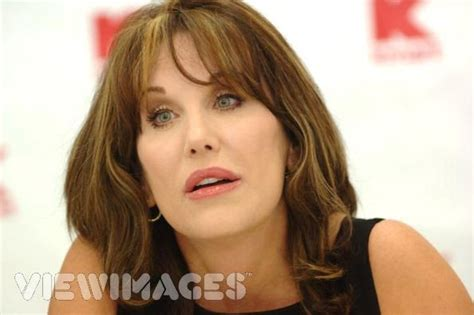 robin mcgraws hairstyle what is up with robin mcgraw eyebrows what is up with