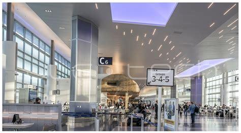 houston international airport terminal   bar led