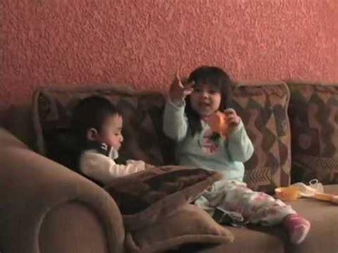 imagenes niños jugando en casa ni 241 os jugando en su casa youtube