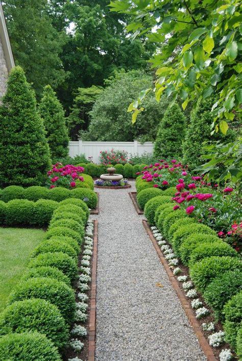 beautiful boxwood gardens   grab  attention