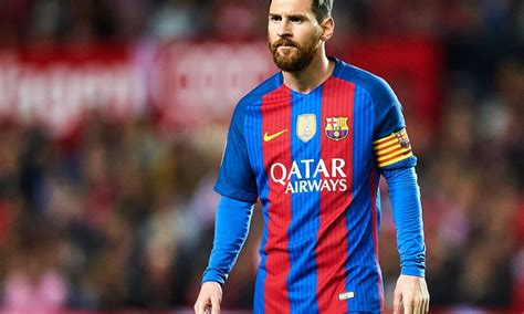 barcelona striker lionel messi hasn t yet signed contract lionel messi commits future to barcelona with new contract