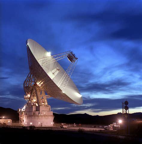 juno   deep space network bringing  data home