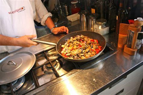 come si cucinano i lupini come preparare i tradizionali spaghetti con vongole o lupini