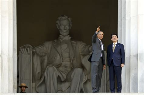 obama lincoln memorial to tourists obama takes abe on an impromptu