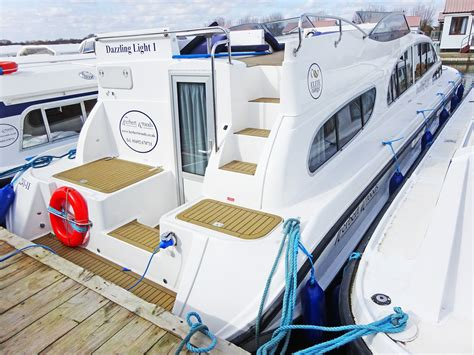 fishing boat hire potter heigham potter heigham norfolk broads including potter bridge