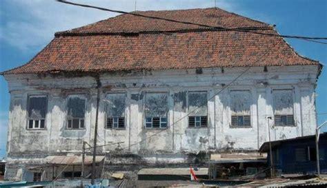 Lu Sorot Di Surabaya gedung setan terkenal di surabaya