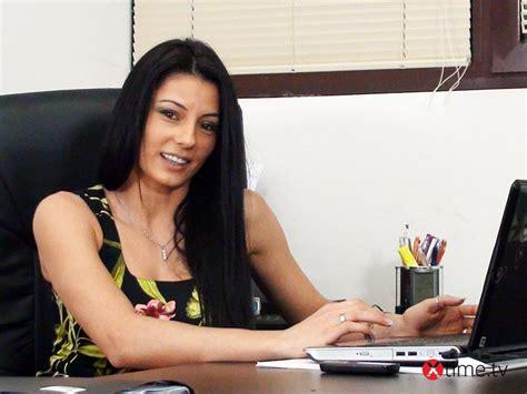 masturbazione in ufficio sofia cucci si masturba in ufficio