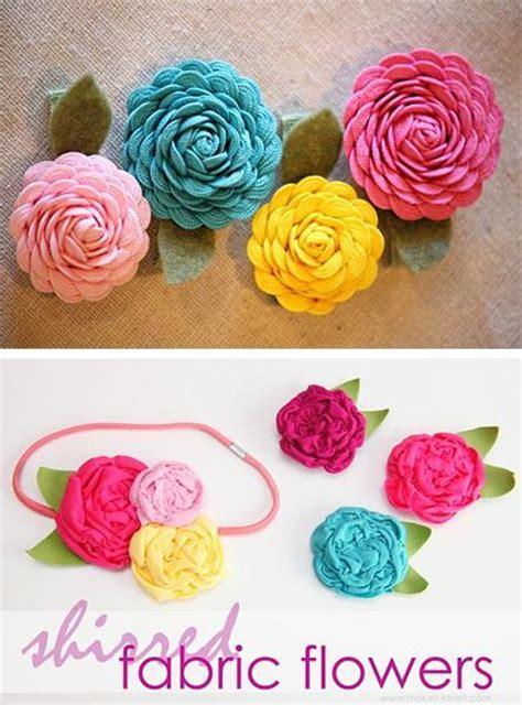fiori in feltro fai da te tre spille con fiori fai da te feltro o uncinetto paperblog
