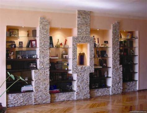 Интерьер гостиной камень фото