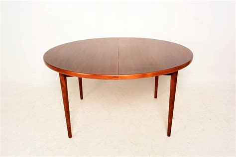 Oval Dining Tables Contemporary Modern Oval Dining Table