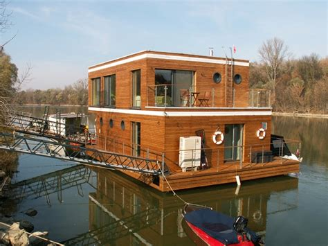 floating boat houses 87 best house boats images on pinterest houseboats floating house and houseboat ideas