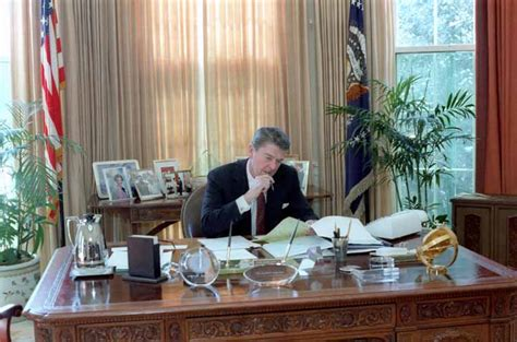 reagan oval office president ronald reagan working in the white house oval