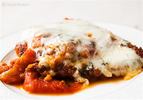 cheesy chicken parmesan recipe simplyrecipes com