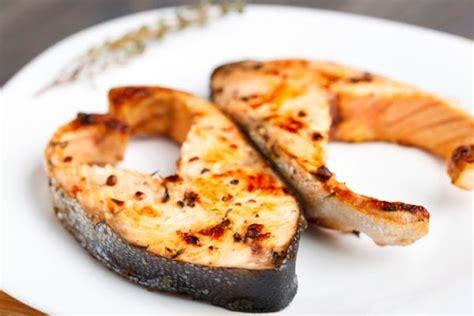 cucinare il salmone a tranci come cucinare il salmone fresco foto tomato
