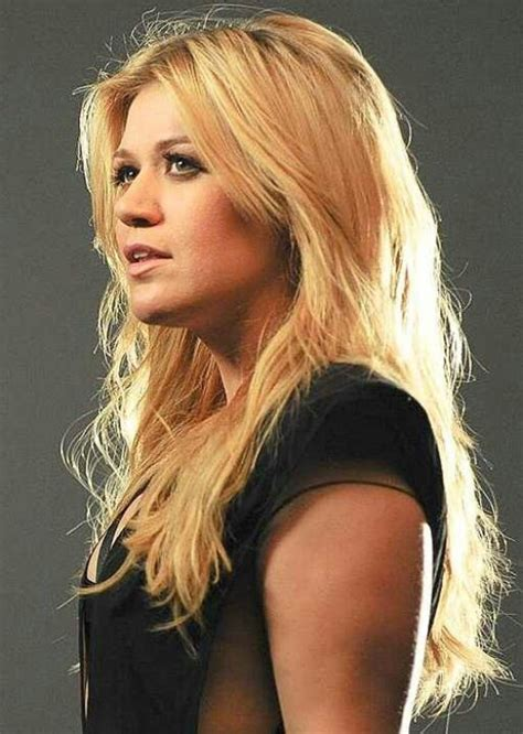 western singers blonde highlight hairstyles 17 best images about kelly clarkson on pinterest oakley