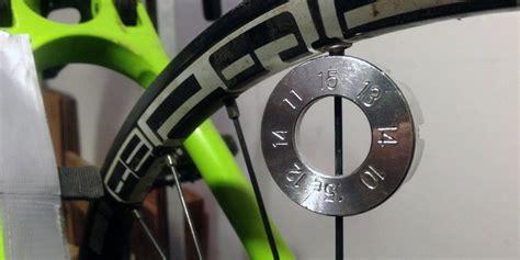 fahrrad felge hat eine acht fahrrad felge seitenschlag reparieren automobil bau