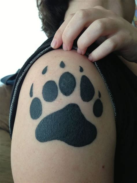 tattoo pictures bear paws best 10 bear paw tattoos ideas on pinterest dog tattoos