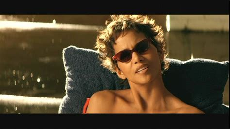 film hot populer photos of halle berry