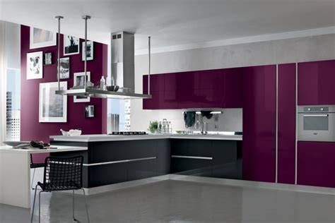 cuisine grise et aubergine cuisine couleur aubergine inspirations violettes en 71 id 233 es