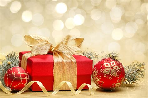 new year gift to host picture present balls holidays 5760x3840