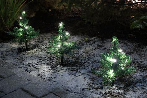 Beleuchtete Weihnachtsdeko Garten by Weihnachten Blumenkasten Deko Tanne
