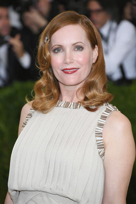 leslie mann short hair leslie mann shoulder length hairstyles looks stylebistro