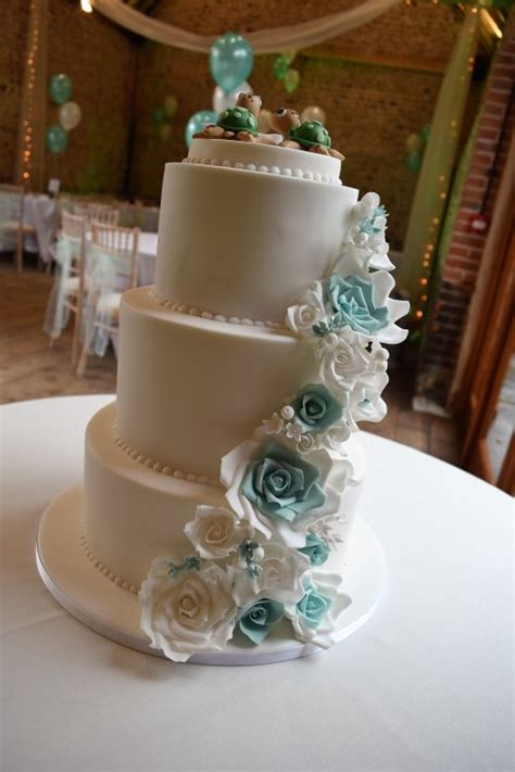 wedding cakes zoes cake studio cake maker decorator