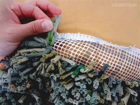 latch hook rug tutorial the t shirt rug tutorial by scrachandstitch