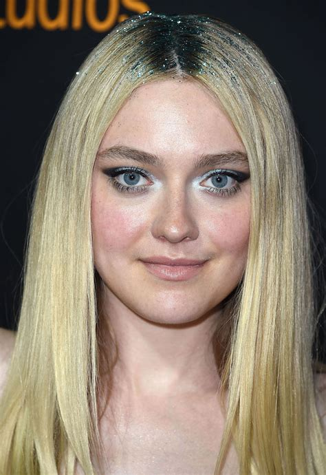 Dakota Search Dakota Fanning Wore Glitter Roots And She Looks Like A Magical Pixie Hellogiggles
