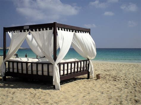 bed on the beach beach bed beach beds pinterest