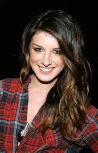 grimes hairstyle shenae grimes long wavy cut with bangs long wavy cut
