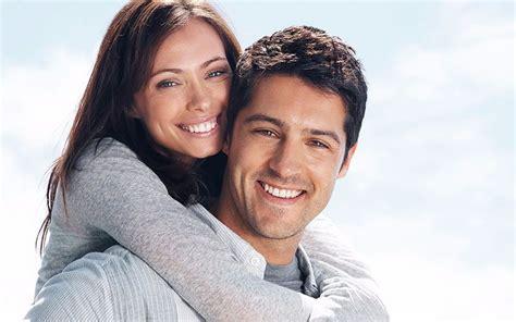 imagenes alegres de parejas mejor juntos parejas que van a la iglesia son m 225 s