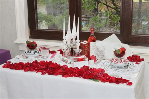 the hostess scarlet themed shabbat table decor for