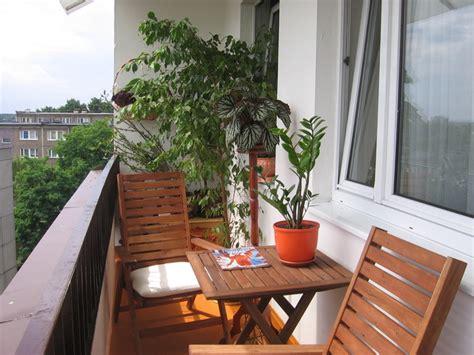 model balkon rumah lantai   elegan  menawan