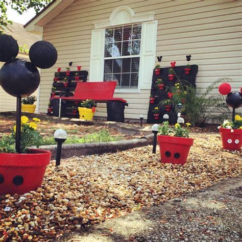 outdoor mickey mouse decorations 25 best ideas about mickey mousr on mickey
