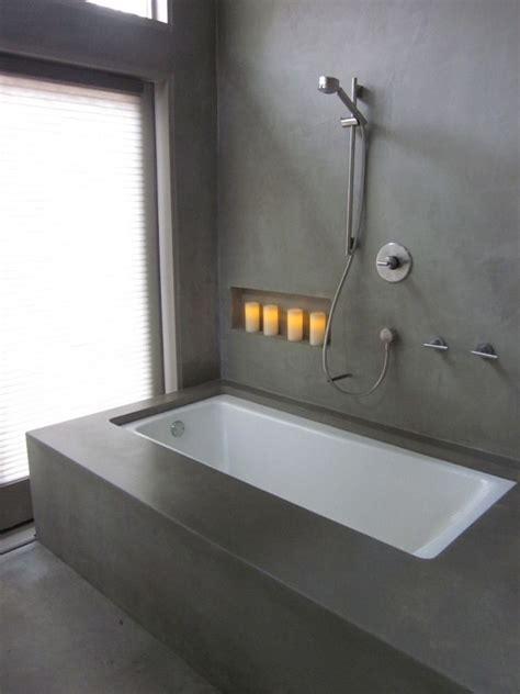 wände mit putz gestalten modernes minimalistisch gestaltetes badezimmer mit grauer