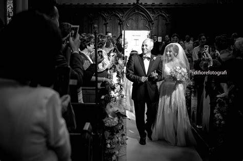 ingresso in chiesa sposa emozionante ingresso in chiesa della sposa wedding