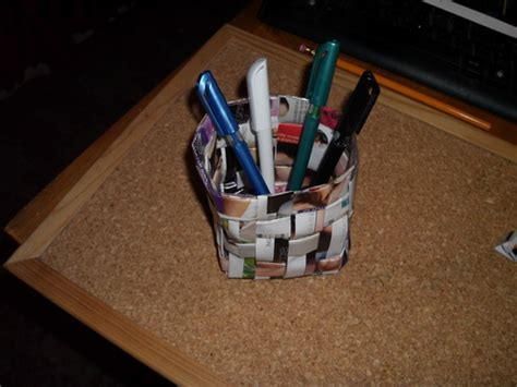 How To Make A Pen Stand Using Paper - how to make a pen holder by weaving magazines together