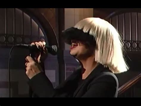 sia chandelier performance sia s snl performance mic feed chandelier sia fanpop