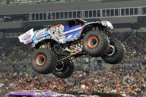 how many monster jam trucks are how much do truck drivers make