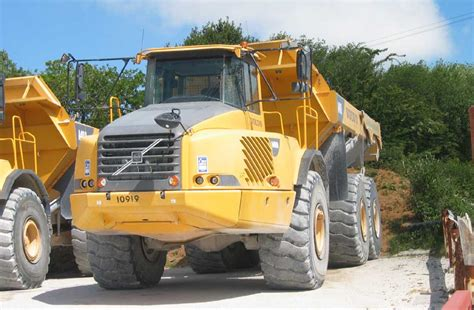 filevolvo dump truck  january jpg wikimedia commons