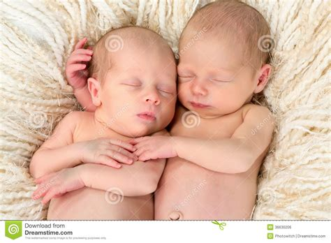 old gratis escuchar youngest girl to have twins 8 yrs old mp3 online twin babies together royalty free stock image image